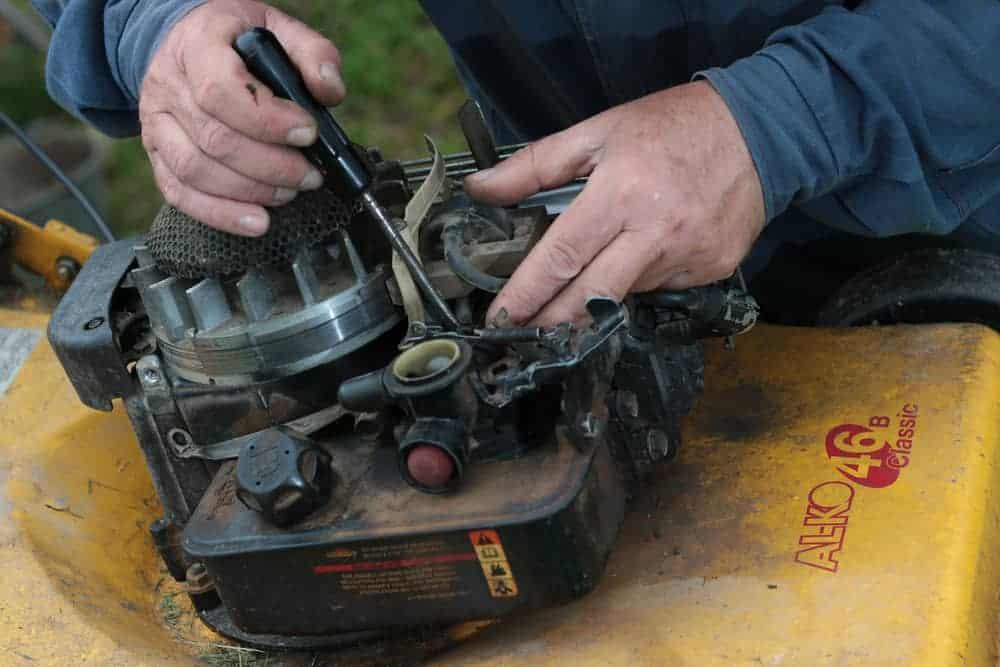 Lawnmower Carburetor Troubleshoots and Maintenance