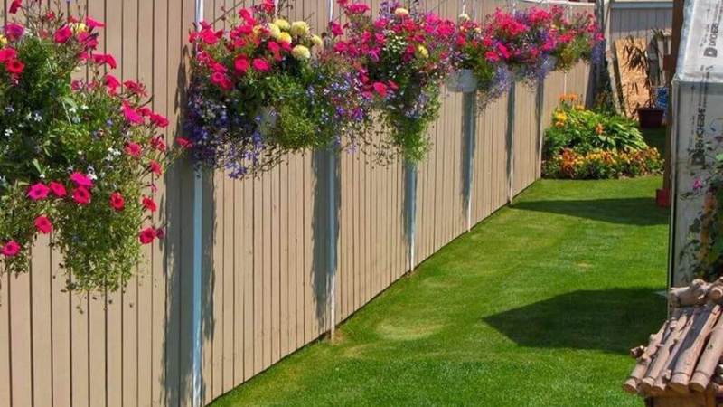Decorating with Flowers for garden Fencing