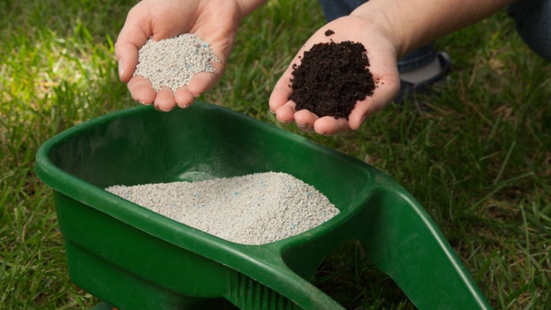 How To Mix Grass Seed And Fertilizer Simultaneously